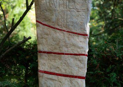 besondere Grabstele aus Sandstein