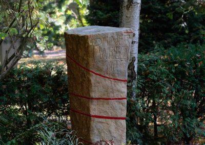besonderes Grabmal aus Sandstein