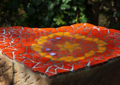 Kindergrabstein mit Mosaikschale