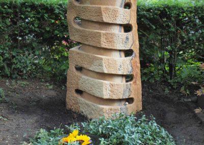 Künstlerisch gestalteter Garbstein zum Murmeln