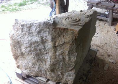 Sandstein-Rohblock für Murmelbahn