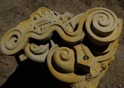 Skulptur zum Murmeln, Spielgerät aus Naturstein