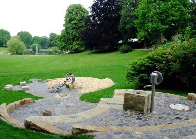 Wasserspielplatz in öffentlicher Parkanalage