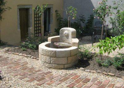 Brunnen mit Wasserspiel