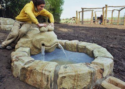 Wasserspielanlage mit Staubecken in der Grundschule Kamenz