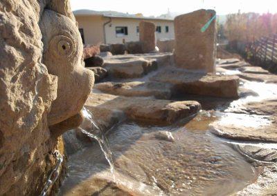 Wasserspeier aus Naturstein in einer Kita in Nossen