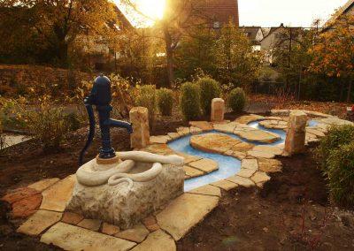 schöne und natürliche Wasserspielanlage aus Sandstein